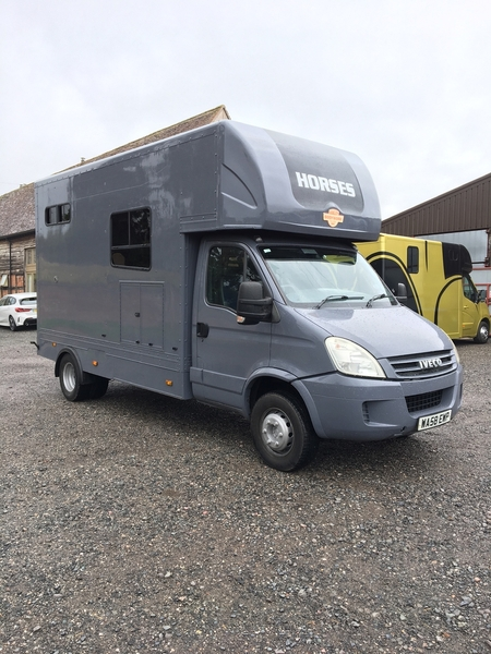 Horsebox 6.5t with living and huge payload