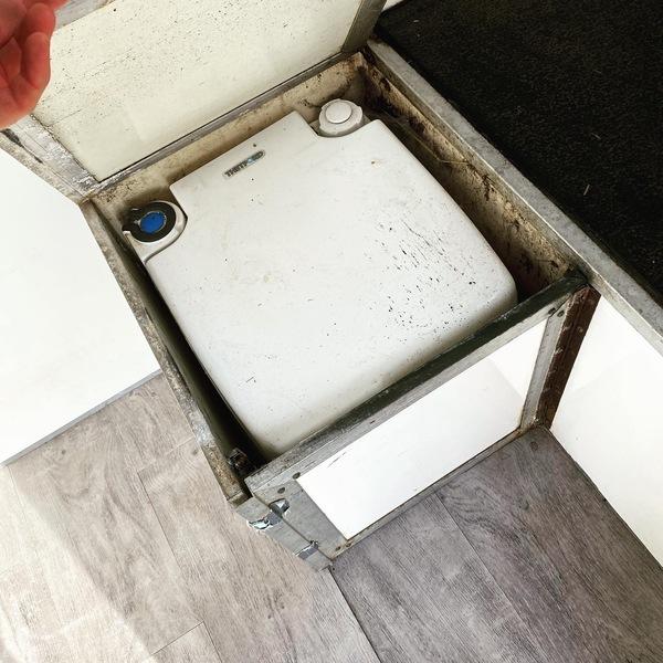 Horsebox 3.5t lovely little box