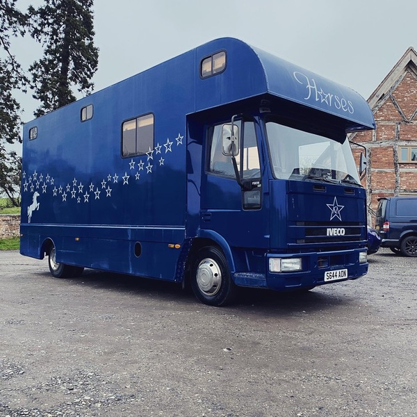Stunning 7.5t horsebox with living and huge horse area